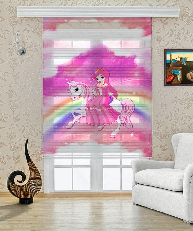 At Üstündeki Prenses Baskılı Zebra Perde