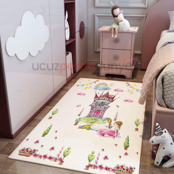 Görkemli Şato Bebek Odası Halı