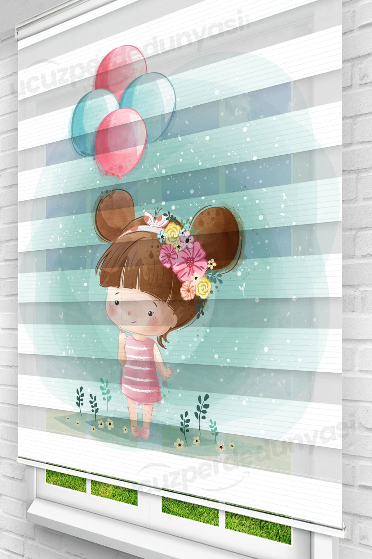 Balon Tutan Minik Kız Çocuk Odası Zebra Perde